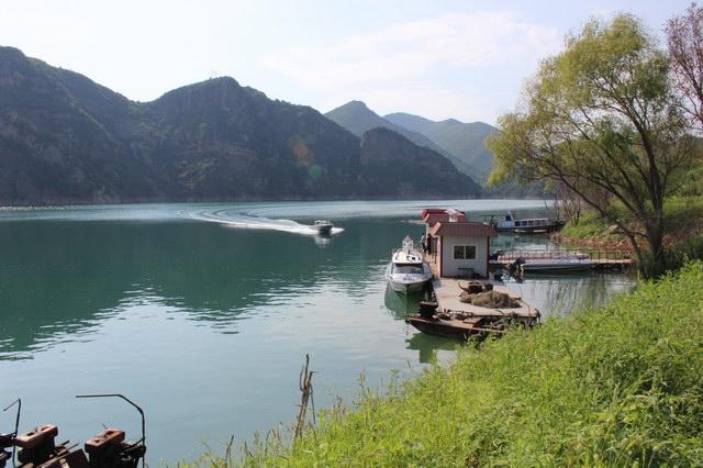 秦皇岛市桃林口龙腾渔业有限公司是以桃林口水库为依托,以观光
